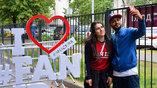 FAN ID приобрел невероятную популярность в социальных медиа. Известные спортсмены, политики, актеры, блогеры, как и сотни тысяч обычных болельщиков со всего мира, охотно делали селфи и размещали в соцсетях комментарии к своим фото с паспортом болельщика.