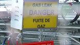 Повсюду висят предупреждения: о возможной утечке газа, о радиационной опасности, так что стороннему наблюдателю не покажется, что здесь так уж все безопасно