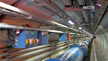 Большой адронный коллайдер – это 27-километровый туннель, вырытый на стометровой глубине, разгоном пучков протонов в котором управляют 53 сверхпроводниковых магнита.