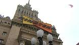 Кинофорум проходит в варшавском Дворце науки и искусства - точной копии московских высоток. Билеты - нарасхват. По нашему лучшему кино здесь соскучились и готовы пересматривать его снова и снова