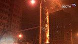 Пламя в 160-метровом небоскребе ЦТВ в деловом центре китайской столицы вспыхнуло в понедельник вечером