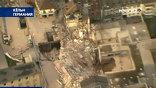 Дом рухнул из-за того, что под ним строили ветку метро. В результате, просел пласт земли и треснул фундамент