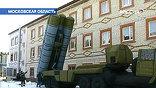 Ракетный комплекс С-300, танк Т-72, истребитель Су-27. Если смотреть вблизи, видно, что они резиновые. Но уже со 100 метров, говорят разработчики, от настоящего не отличишь