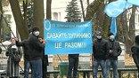 В Киеве в аптеках перебои. Разгневанные взлетевшими до небес ценами граждане пикетируют Минздрав