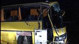 По предварительным данным, причиной аварии стало лопнувшее переднее колесо автобуса