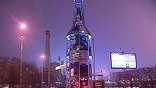 В Москве открыли памятник в виде 12-метровой бутылки, внутри которой находятся разбитые машины