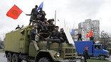Пятница и суббота объявлены в Киргизии днями траура. В стране приспущены флаги, во всех регионах пройдут траурные мероприятия (фото - АР)