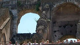 Когда папа Бенедикт XIV приказал остановить грабёж, было уже немного поздно, но туристам всё равно нравится.
