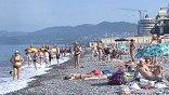 У берега центрального пляжа прошел первый в этом году массовый заплыв