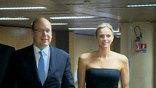 В Монако ждут 800 гостей: королевские семьи, звезд спорта, моды, Николя Саркози, Жака Рогге, Армани – это он автор платья