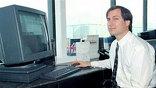 Стив Джобс - американский бизнес-магнат и изобретатель. Основатель, председатель совета директоров и бывший генеральный директор корпорации Apple