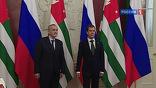 """""""Хотел бы проинформировать всех, что сегодня мною подписан документ, закон о ратификации соглашения о нашей военной базе"""", - подчеркнул Дмитрий Медведев."""