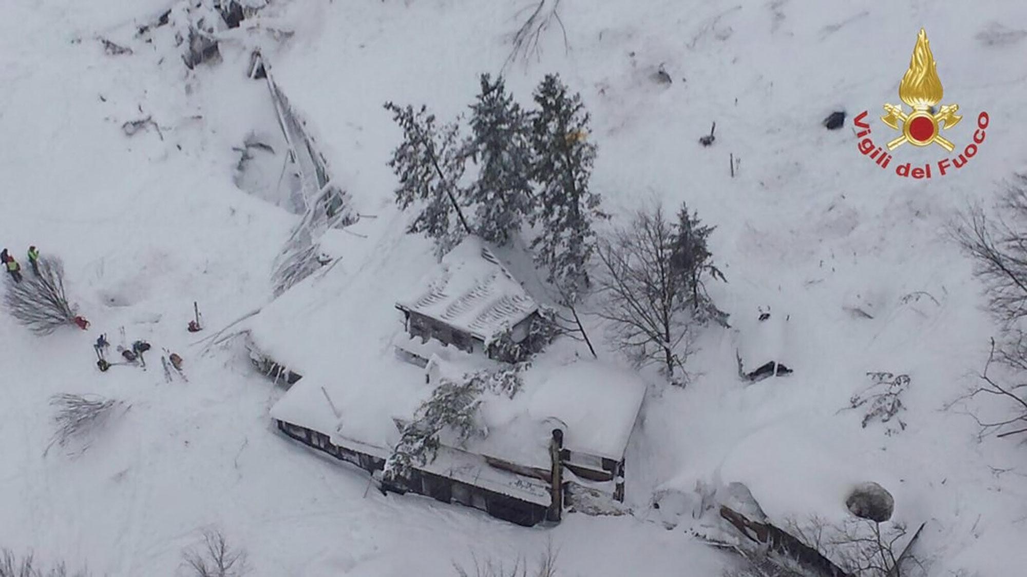 ВИталии cотрудники экстренных служб отыскали тела всех 29 жертв трагедии вотеле