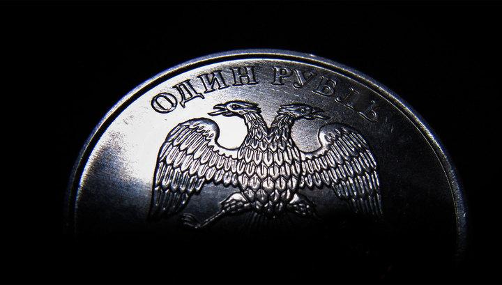 Рубль падает под натиском дешевеющей нефти