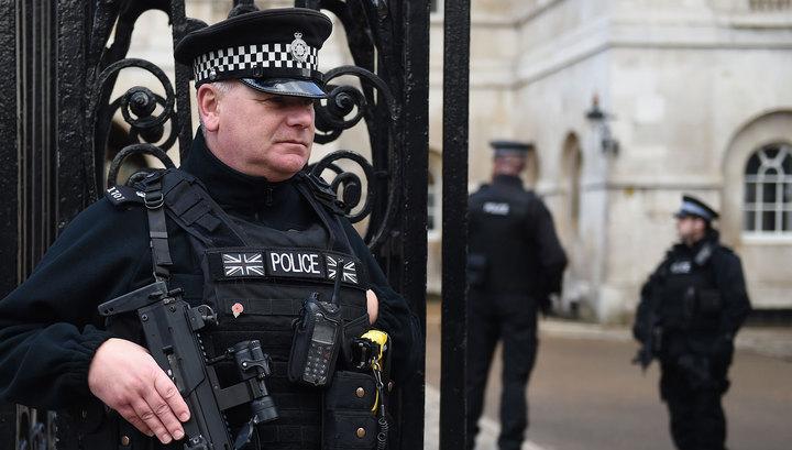 На британских полицейских снова напал мечник