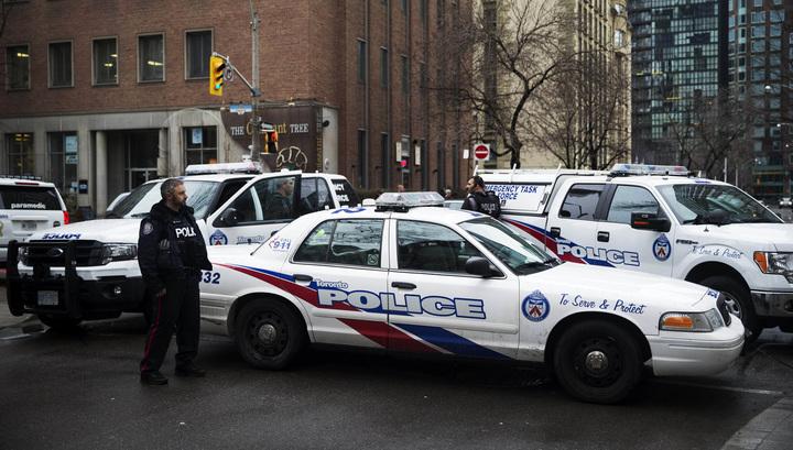 Неизвестный открыл стрельбу около ресторана в Торонто
