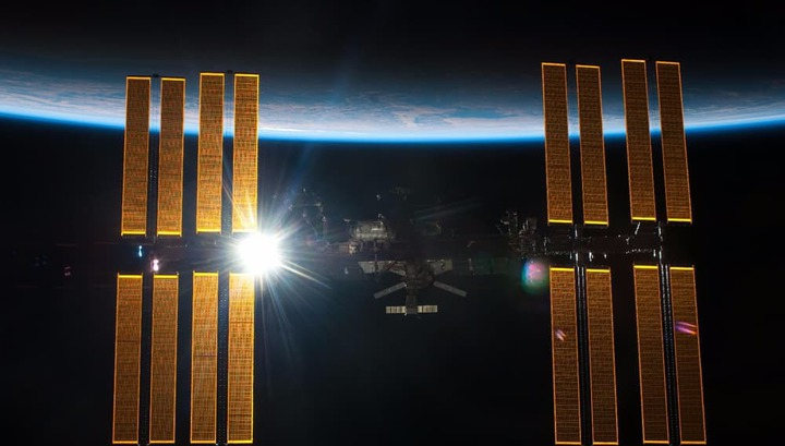 Желтая примесь: российские космонавты вынуждены пить американскую воду