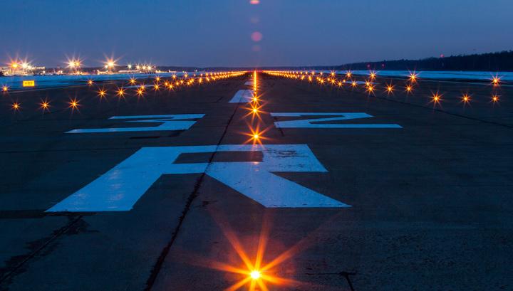 В московских аэропортах задержаны либо отменены десятки рейсов
