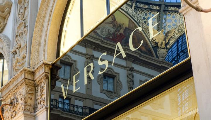 Versace отказался от натурального меха при создании одежды