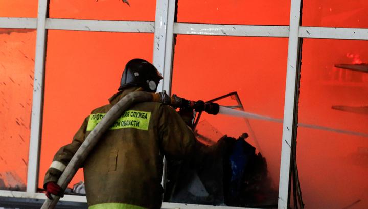 Под Санкт-Петербургом горят склады со стройматериалами
