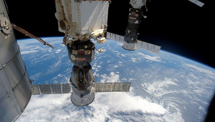 Мисуркин и Шкаплеров задерживаются в открытом космосе
