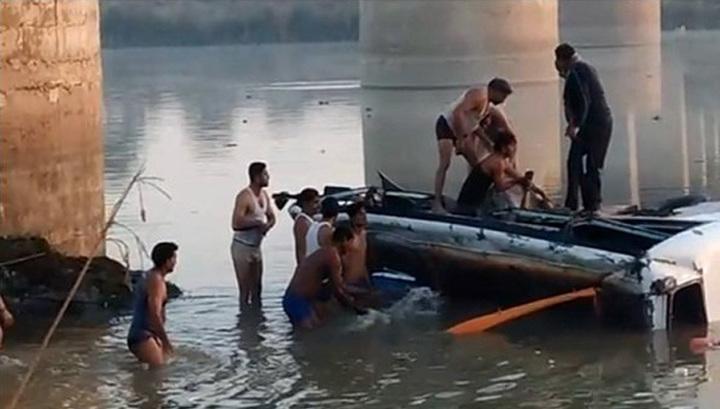 Кораблекрушение в Индии: 7 погибших, 50 пропавших без вести