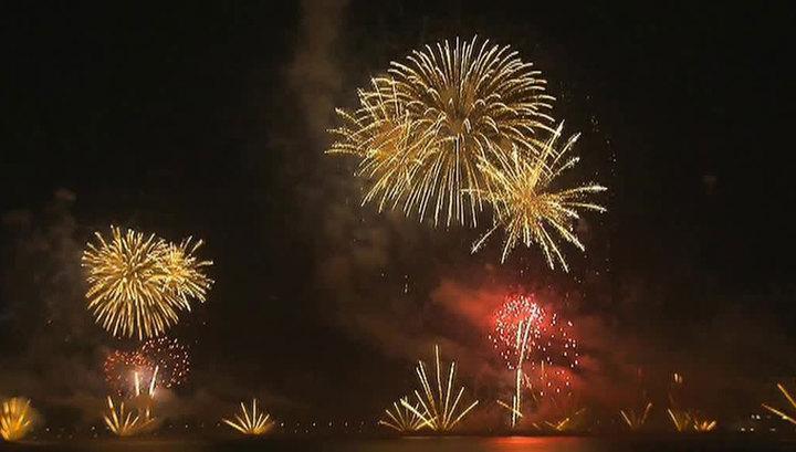 Новый год в разных странах: мировой рекорд Дубая, море цветов и борьба со страстями