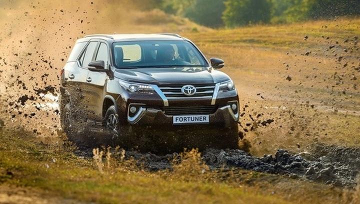 Toyota привезла в Россию дешевую версию внедорожника Fortuner