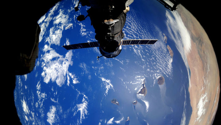 """Петербургские учёные придумали светящееся покрытие для космических и """"водных"""" кораблей"""