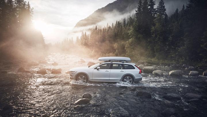 Volvo озвучила сроки начала продаж в России нового XC40