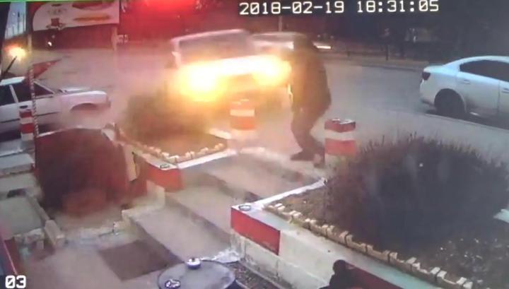 Последняя затяжка: подпрыгнувший автомобиль убил курившего у кафе турка