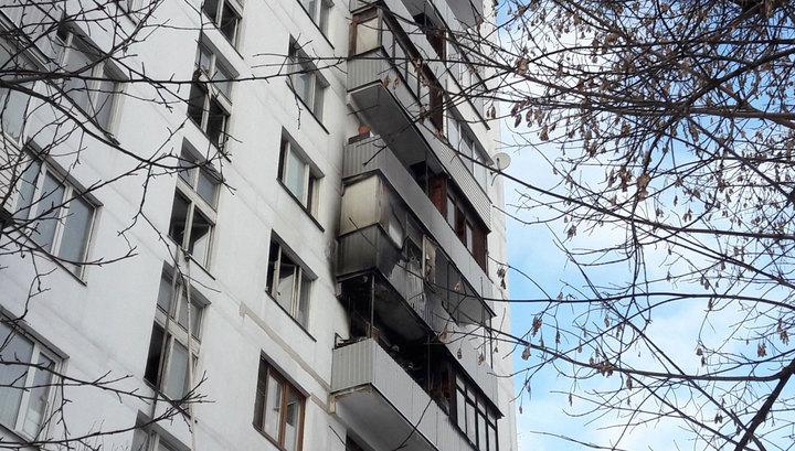 В жилом доме в Москве загорелись три балкона, погиб человек