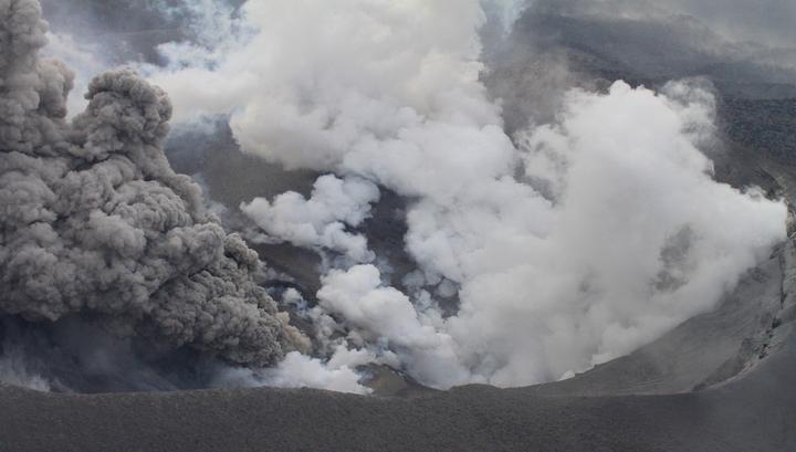 Японский вулкан из фильма о Джеймсе Бонде нарушил работу аэропорта