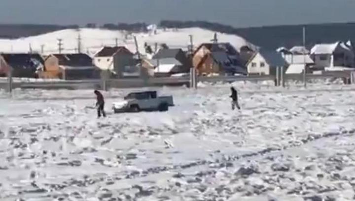 Золотая лихорадка продолжается: жители Якутска прочесывают поля в поисках слитков