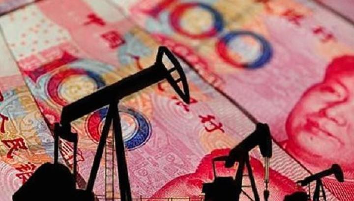 Китай запустил фьючерсы на нефть в юанях