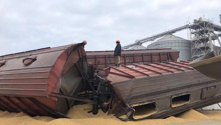 Опубликовано видео крушения грузового поезда в Одесской области