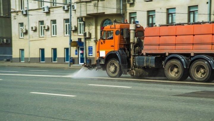 В апреле московские улицы четыре раза помоют шампунем