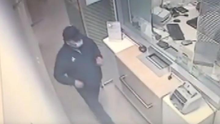 Преступник ограбил банк при помощи пульта дистанционного управления