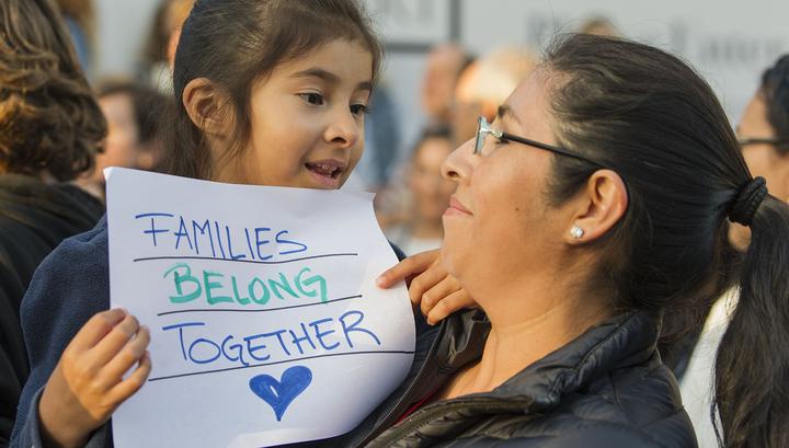 Почти 500 детей-мигрантов, разлученных с родителями на границе США, вернулись в семьи