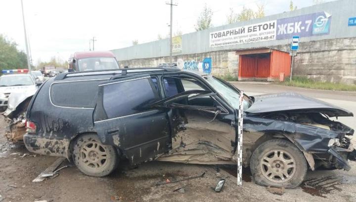 """Водитель в Перми насмерть сбил женщину и устроил массовое ДТП на """"встречке"""""""