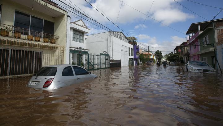 """В Мексике вводится режим ЧП в связи с ураганом """"Уилла"""""""