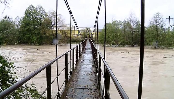 Кубань: вода ушла из домовладений, свет пока не вернули