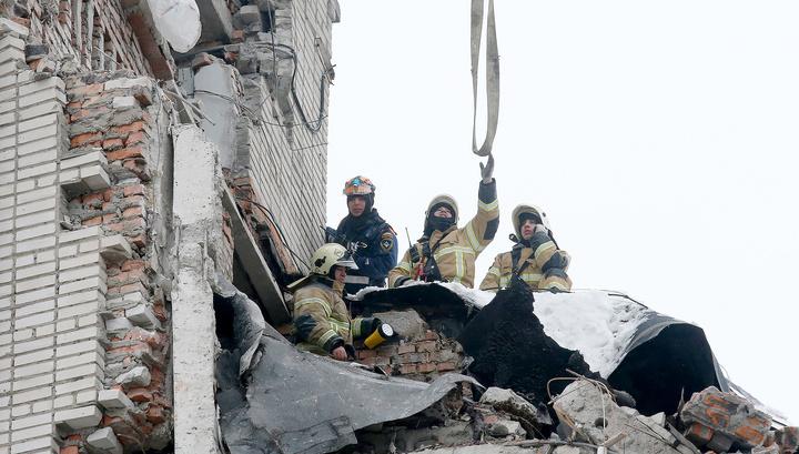 Спасатели завершат разбор завалов дома в Шахтах к середине дня