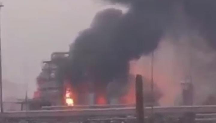 Пожар на нефтеперерабатывающем заводе в Ангарске сняли на видео