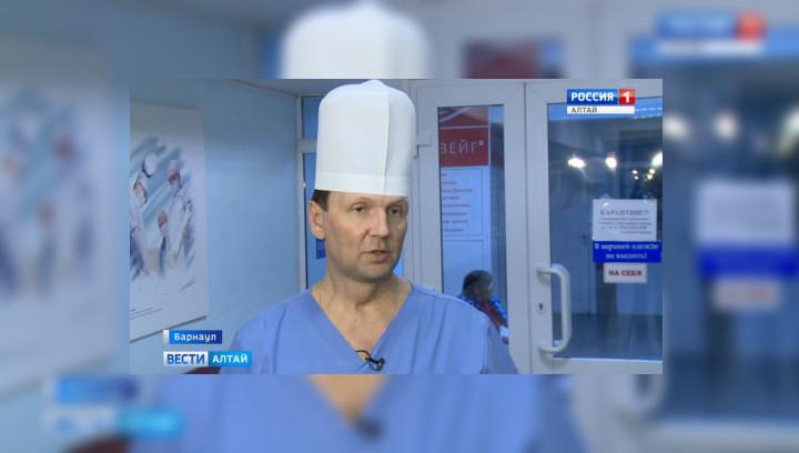 Барнаульские врачи рассказали о травмах упавших с трапа самолета