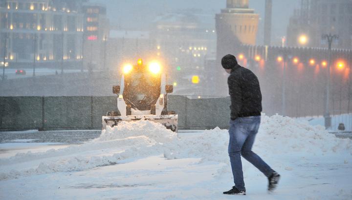 Дороги Москвы от снега очищают более 8 тысяч машин