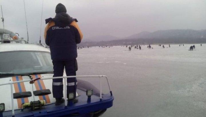 Приморские спасатели ищут в Амурском заливе пропавшего рыбака