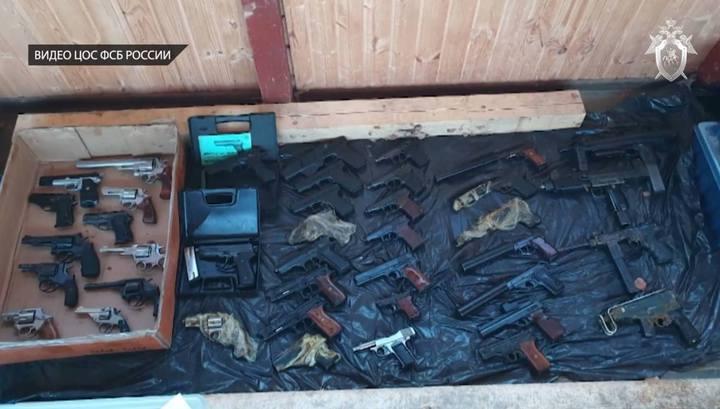 """От """"Мухи"""" до """"Скорпиона"""": в Подмосковье нашли тайник киллеров с оружием и взрывчаткой"""