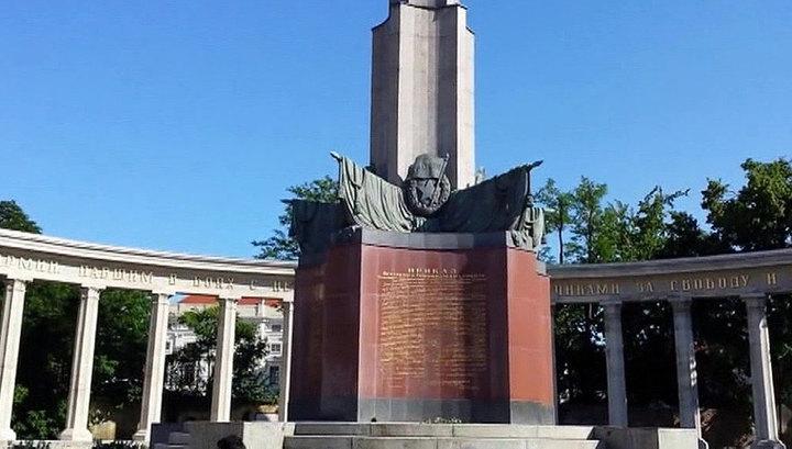 МВД Австрии установило видеокамеры для защиты памятника советским солдатам в Вене
