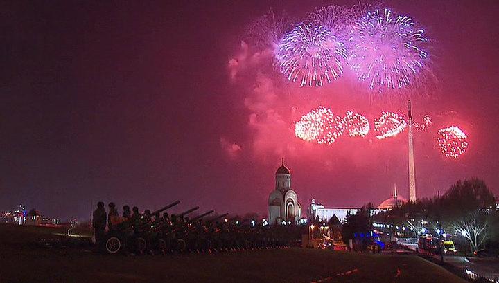 В Москве прогремел праздничный салют в честь 75 годовщины освобождения Одессы